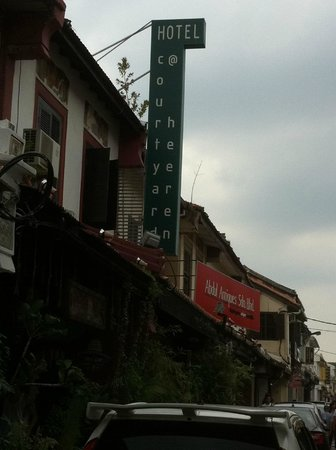 Courtyard @ Heeren Boutique Hotel : Hotel Signboard