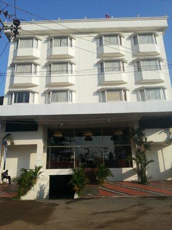Cochin Legacy: Entrance