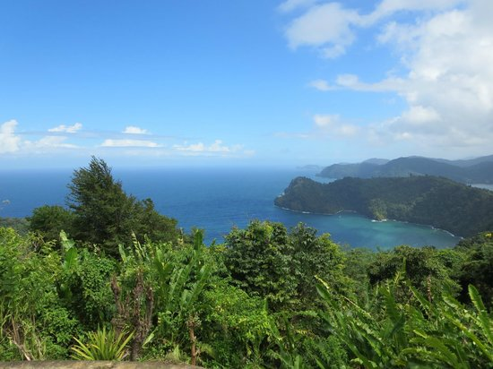 Maracas Bay: view from the scenic overlook