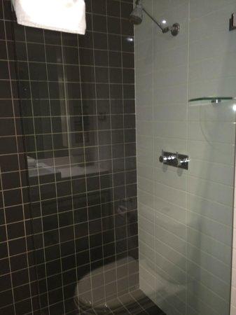 Rydges Sydney Central: Bathroom