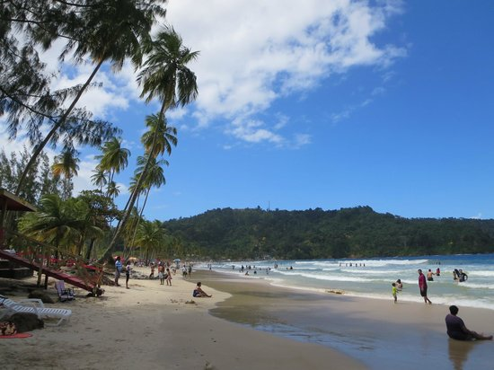 Maracas Bay: a look down the beach