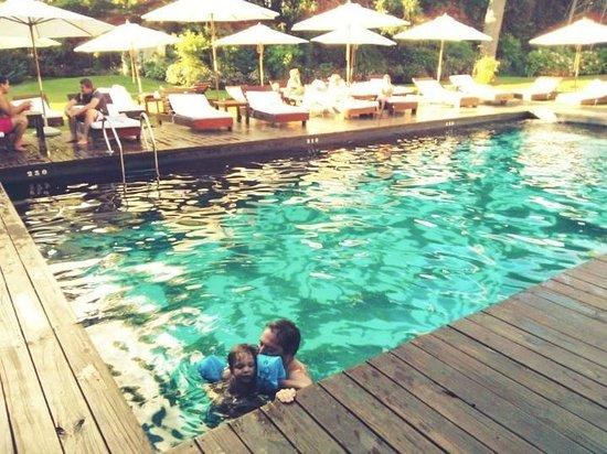 Barradas Parque Hotel & Spa: En la Piscina Principal mi hijo aprendiendo a nadar