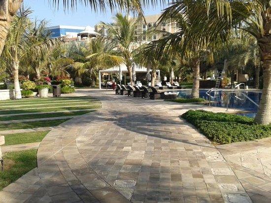 Traders Hotel, Qaryat Al Beri, Abu Dhabi: Traders garden