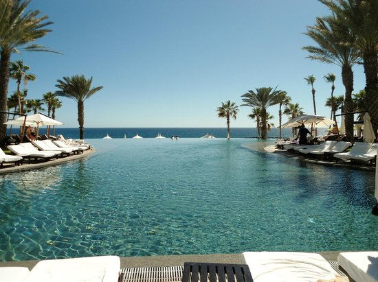 Hilton Los Cabos Beach & Golf Resort : The pool right outside of our room