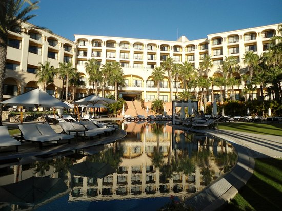 Hilton Los Cabos Beach & Golf Resort: The other pool on the property well part of it.. so big couldn't fit all of it in pic