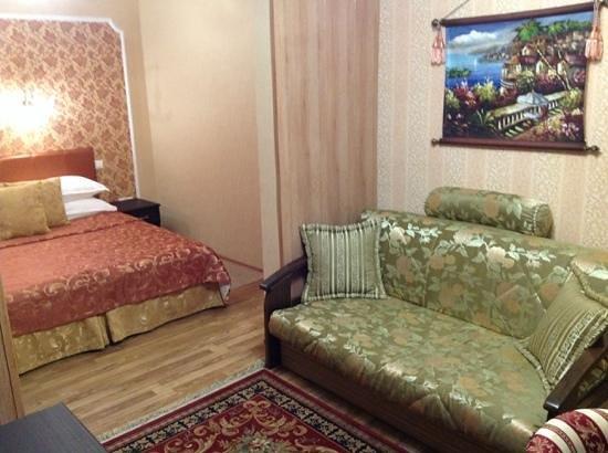 Hotel Novorossiysk: вид из жилой в спальню