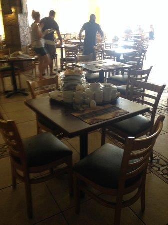 Hauza Beach Resort: Dirty dinning area