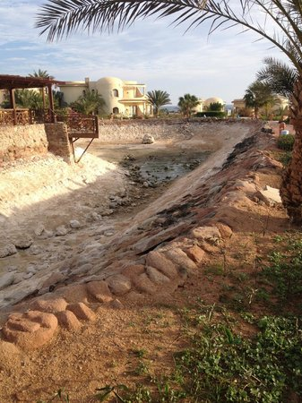 Hauza Beach Resort: Water features with no water that smell like drains