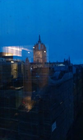 G&V Royal Mile Hotel Edinburgh: View of St. Giles Cathedral from room
