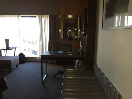 Rendezvous Hotel Auckland: Study table/ chair