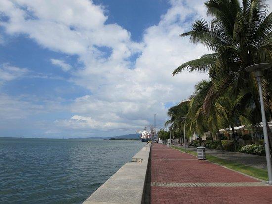 Hyatt Regency Trinidad: looking down the riverwalk