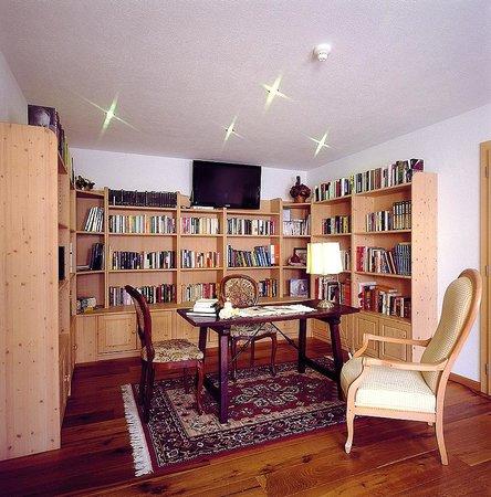 Hotel Les Alpes: Biblioteca