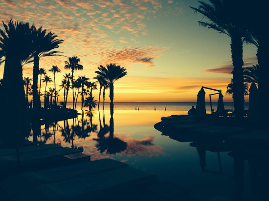 Hilton Los Cabos Beach & Golf Resort: Sunrise .. Having coffee by the pool area