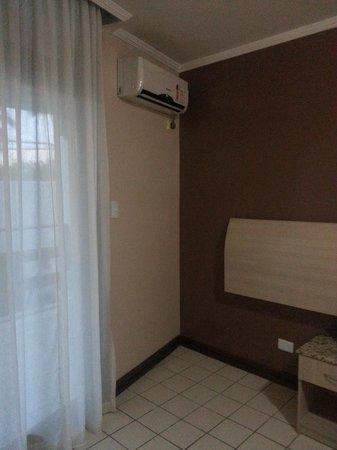 Sued's Plaza Hotel: Habitación amplia