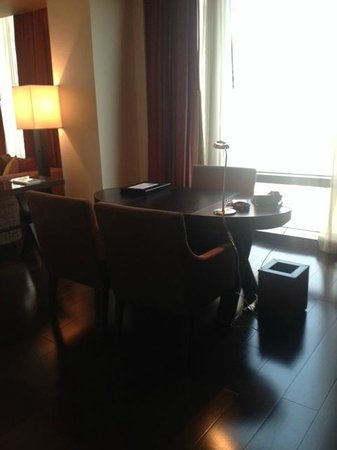 VIE Hotel Bangkok, MGallery by Sofitel: Desk near the entrance.