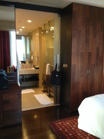 VIE Hotel Bangkok, MGallery by Sofitel: View bedroom to bathroom