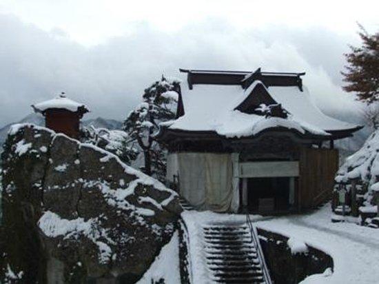 Risshaku-ji Temple: 立石寺08五大堂