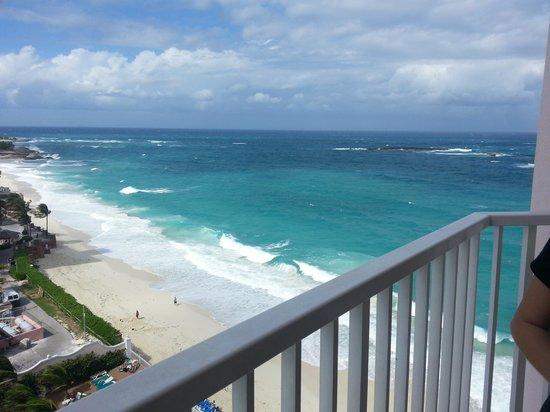 Hotel Riu Palace Paradise Island: Vista da varanda lateral