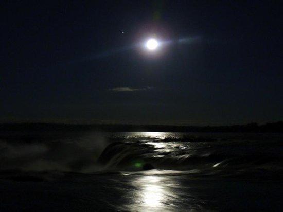 Full Moon Walk at Iguazu Falls: cataratas luna llena