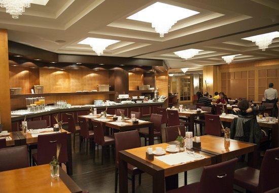 Starhotels Metropole: Ресторан - шведский стол