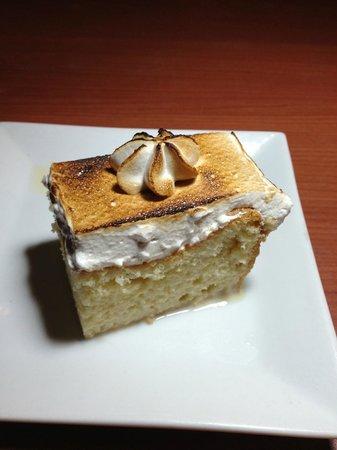 Platos Restaurant & Bar: Tres Leche.. Yes, please.