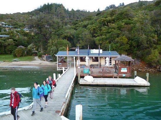 Beachcomber Cruises: Еще один причал.