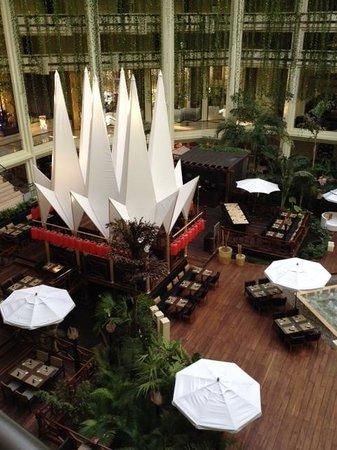 Paradisus Cancun : Atrium area of Pyramid C