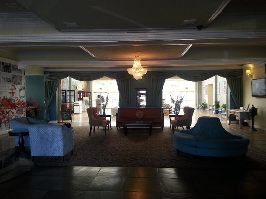The Lafayette Hotel, Swim Club & Bungalows: Lobby