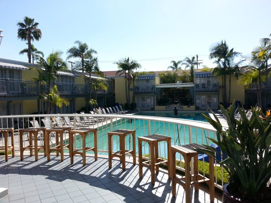 The Lafayette Hotel, Swim Club & Bungalows: Pool courtyard from the Conservatory Terrace