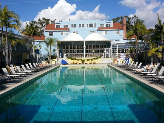The Lafayette Hotel, Swim Club & Bungalows: The amazing pool courtyard!