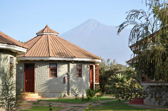 Arusha Planet Lodge: Il Planet Lodge ed il Mt. Meru.