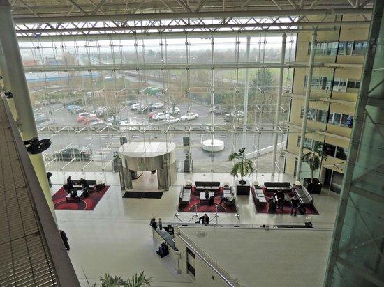 Hilton London Heathrow Airport : Hilton lobby at Heathrow terminal 4