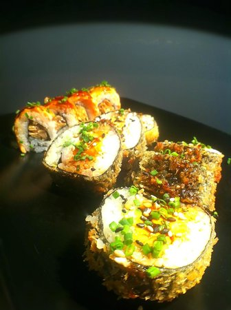 Library Lounge: Hot Roll y Sake Soasado