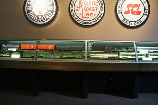Naples Depot Museum : Trains