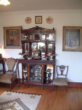 Killyon Guest House: Killyon Guesthouse antique furniture