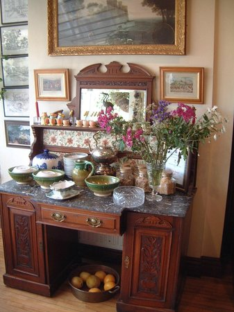 Killyon Guest House: Breakfast serving area