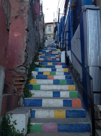 Valparaiso Experience Apartments : Stairs leading down to the apartment