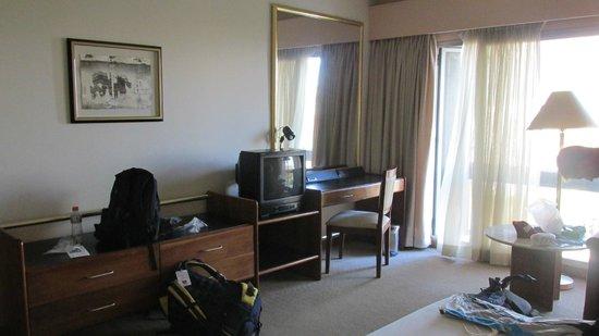Hotel Venetur Alba Caracas: televisión. chiquita y superrrr vieja!!!!!!!!!!