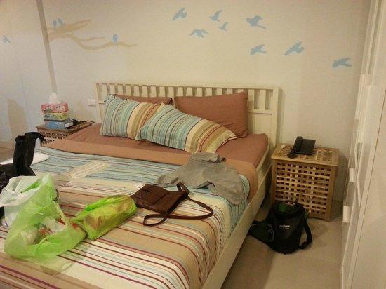Limburi Hometel: change of room, looks better!!