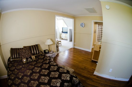Genesis Healing Center : Suite: Bedroom
