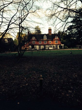 Ravenwood Hall Country Hotel: Ravenwood on a Sunday in February - the roaring log fires were very welcome !  Tania & Mark