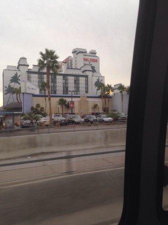 Hooters Casino Hotel : Voorzijde
