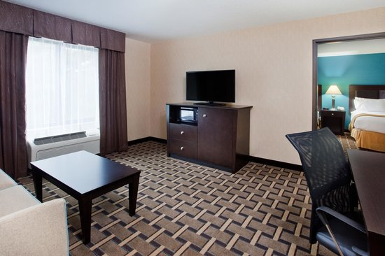 Holiday Inn Express & Suites: Two Room Double Queen Suite
