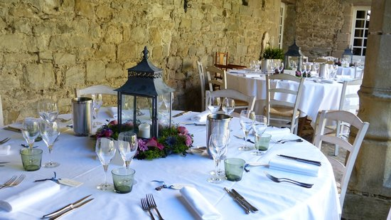 L'Abbaye Chateau De Camon: Tables for reception
