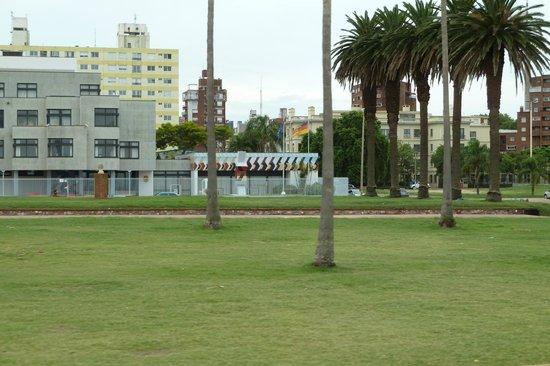 Rambla von Montevideo: In Rambla-Nähe liegt auch die dt. Botschaft