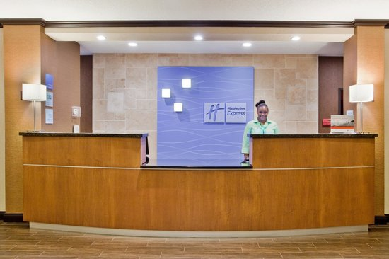 Holiday Inn Express & Suites: Reception
