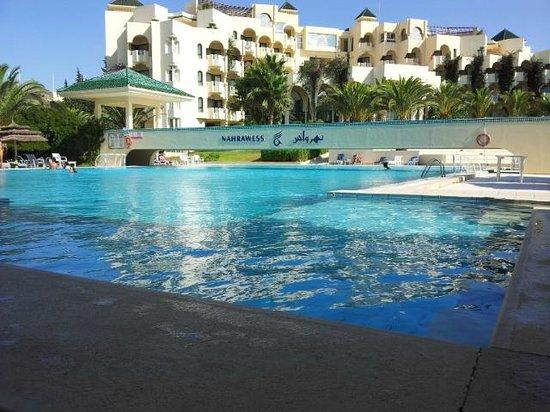 Nahrawess Hotel : piscine
