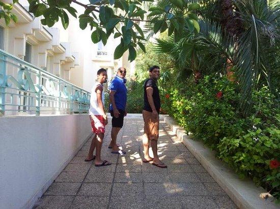 Nahrawess Hotel : entrée réception côté piscine