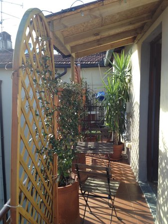 Hotel Joli: Терраса-балкон,вся в зелени