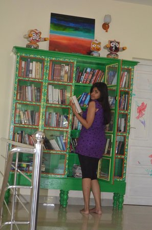 Bella Art & Meditation House: Janu at the Books-room.